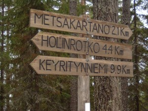 Lakeside signpost to Metsakartano