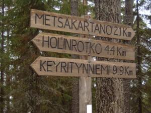 Lakeside signpost to Metsakartano